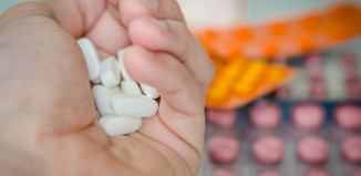 Rzekomobłoniaste zapalenie jelit może być powodowane antybiotykoterapią.