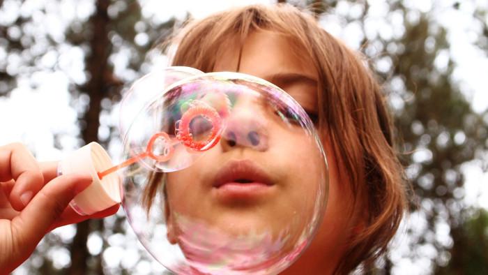 Zaparcia u dzieci mogą być powodowane przez obciążenie organizmu.