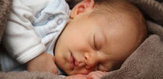 Krzywica u niemowląt może być groźna.