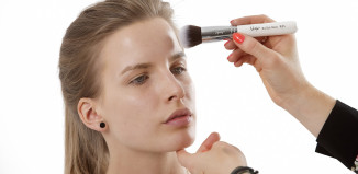 Prosaki na twarzy mogą wzbudzać nieestetyczne wrażenia.