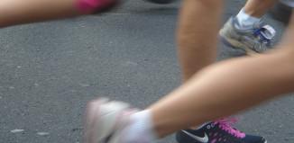 Choroby kolan mogą mieć związek z obciążeniami.